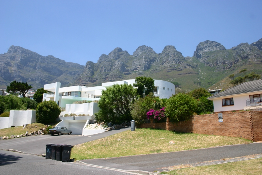 Hollywood mansion camps bay cape town accommodation for Hollywood mansion party rental